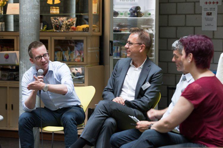 Experte Roman Laubscher (l.) und Mentor Urs Stieger (r.) auf dem Podium